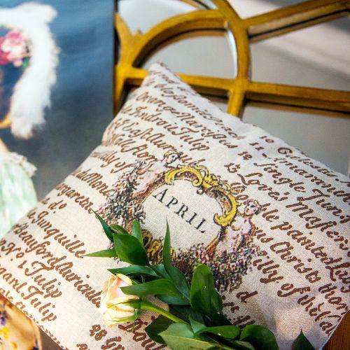 Декоративная подушка «12 месяцев цветения», версия Апрель