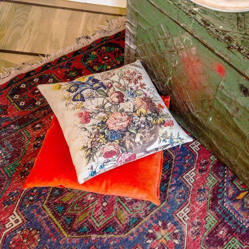 Декоративная подушка «12 месяцев цветения», версия Июнь
