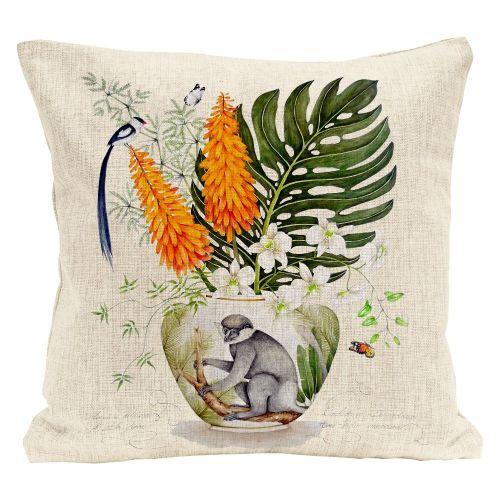 Декоративная подушка «Интересующаяся всем»